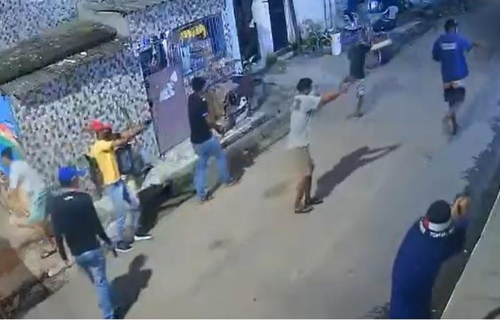 O crime foi registrado por uma câmera de segurança.  (Foto: WhatsApp/Reprodução)