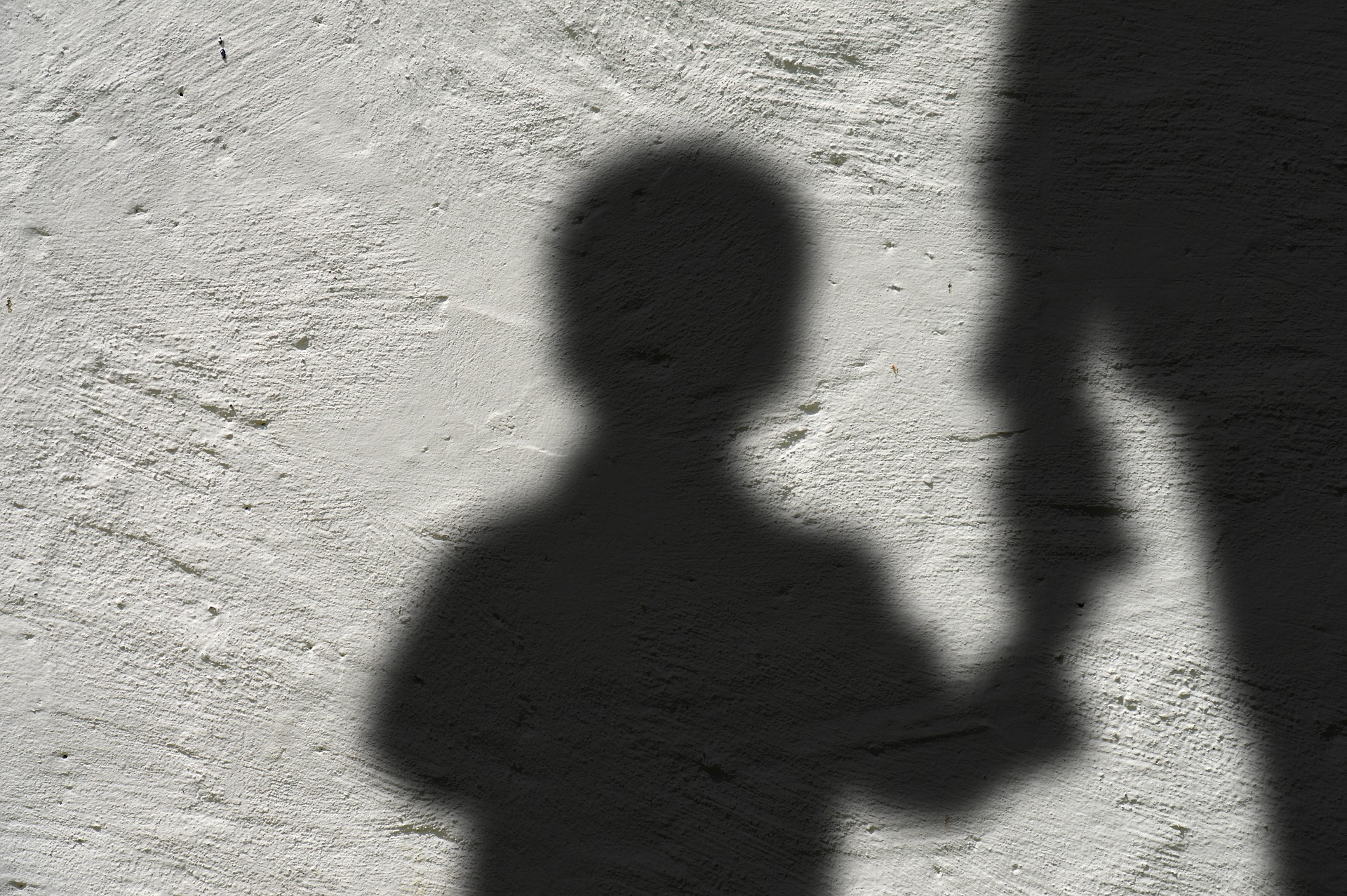 (Ele chegou a tocar as partes íntimas da vítima e tentou estuprá-la, mas criança conseguiu fugir. Foto: Reprodução/Pixabay )