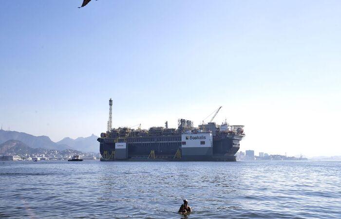 Extração diária de barris de óleo equivalente soma 2,56 milhões no mês  (Tânia Rego/Agência Brasil)