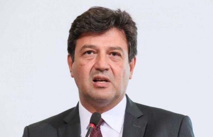 Ex-ocupante da pasta da Saúde afirmou que o vereador Carlos Bolsonaro participava de diversas reuniões do governo para tratar do novo coronavírus  (crédito: Isac Nóbrega/PR )