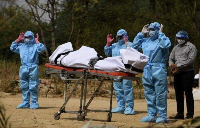 O gigante asiático acumula 238.270 mortes e 21,9 milhões de casos, números que vêm aumentando rapidamente, enquanto no resto do mundo as infecções e óbitos parecem mais controladas.  (crédito: TAUSEEF MUSTAFA / AFP )