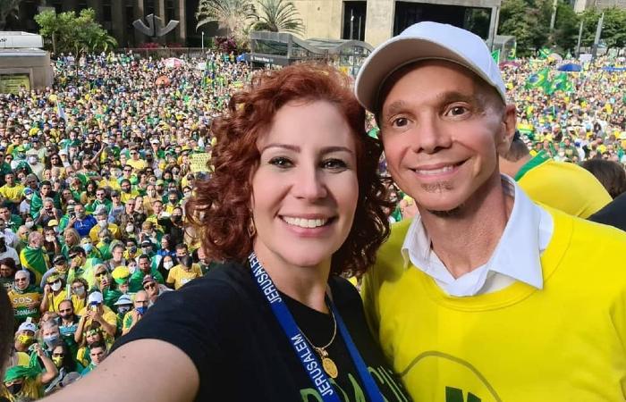 Foto: Reprodução/Instagram (Carla Zambelli divulgou foto com cantor Netinho em ato na Paulista)