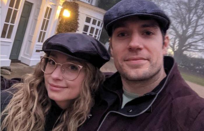 O ator assumiu publicamente o namoro com a vice-presidente da Legendary Entertainment em 10 de abril (Foto: Instagram/Reprodução)