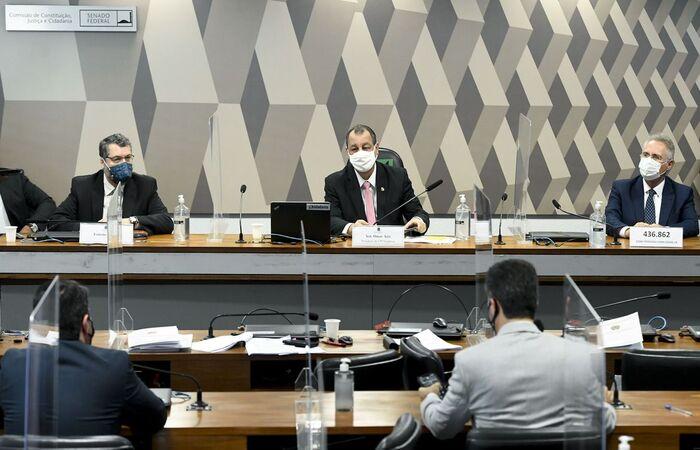 Presidente da comissão, senador Omar Aziz, afirmou que ex-ministro mentiu ao fazer as declarações, e o alertou que se continuar com esse comportamento, poderá ter problemas  (Jefferson Rudy/Agência Senado)