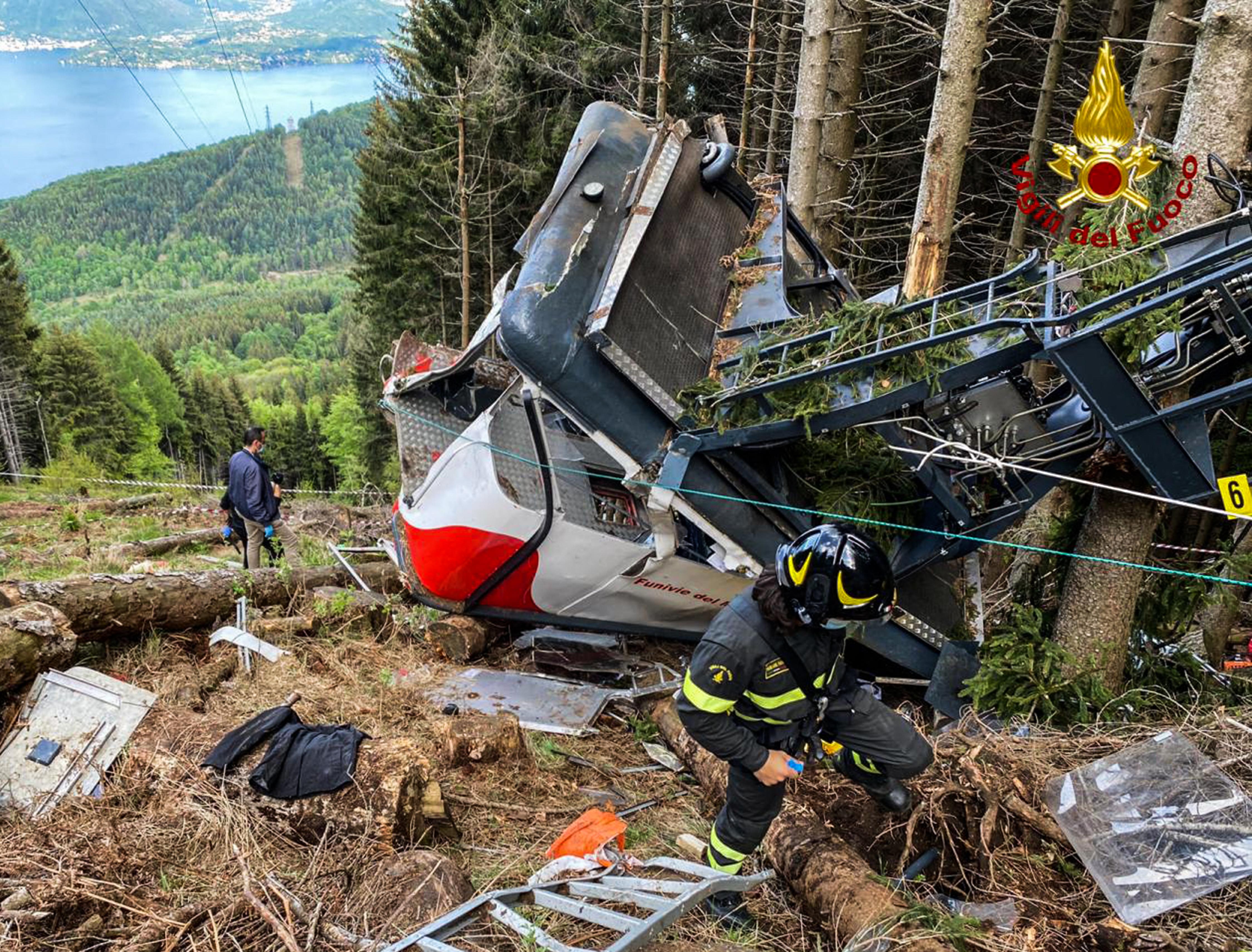 (O teleférico acidentado ficou fechado entre 2014 e 2016 para trabalhos de reforma e manutenção. Foto: Handout / Vigili del Fuoco / AFP)
