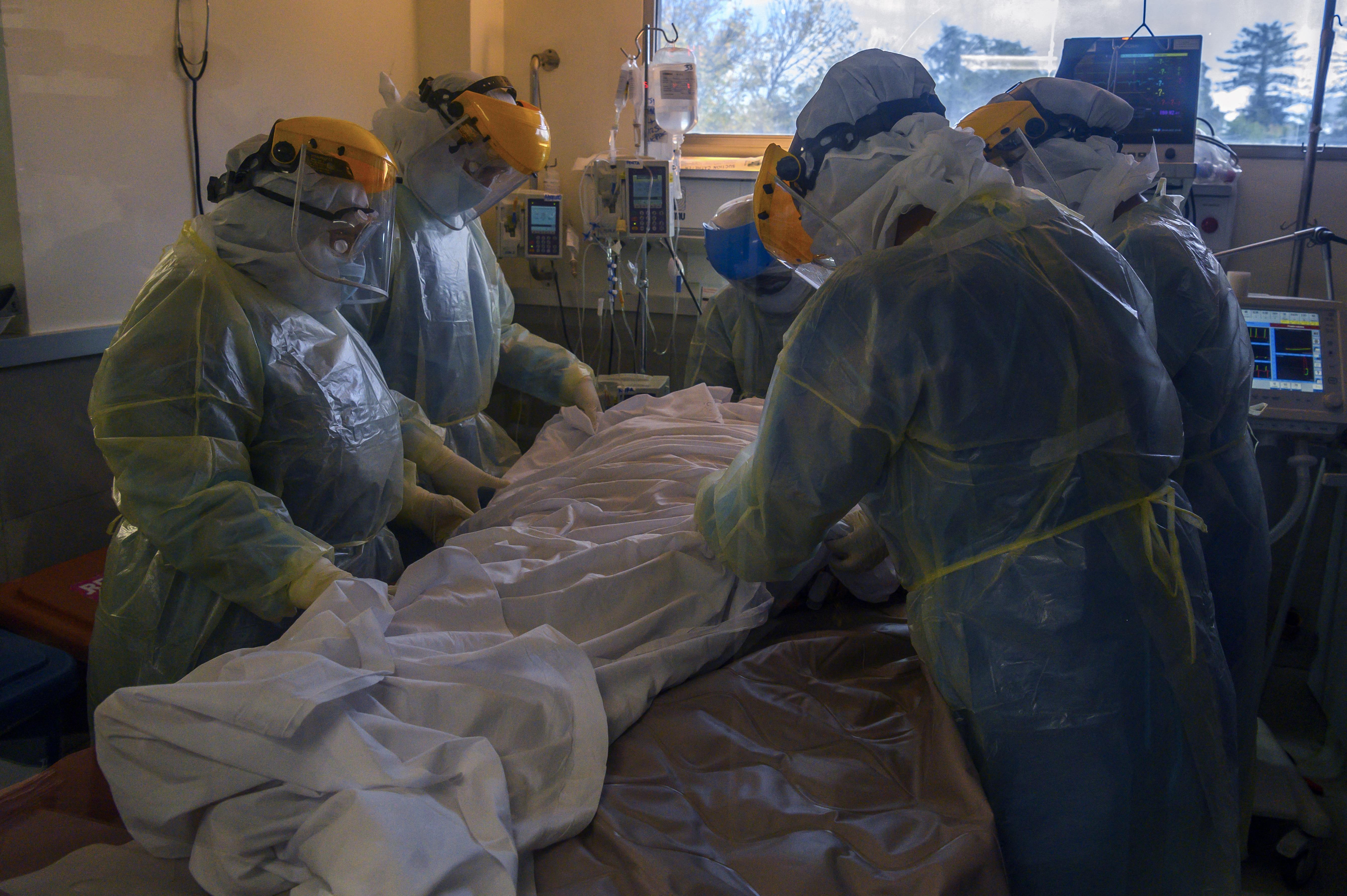 (De acordo com os números oficiais, a pandemia provocou mais de 3,45 milhões de vítimas fatais em todo o mundo. Foto: Pablo PORCIUNCULA / AFP)
