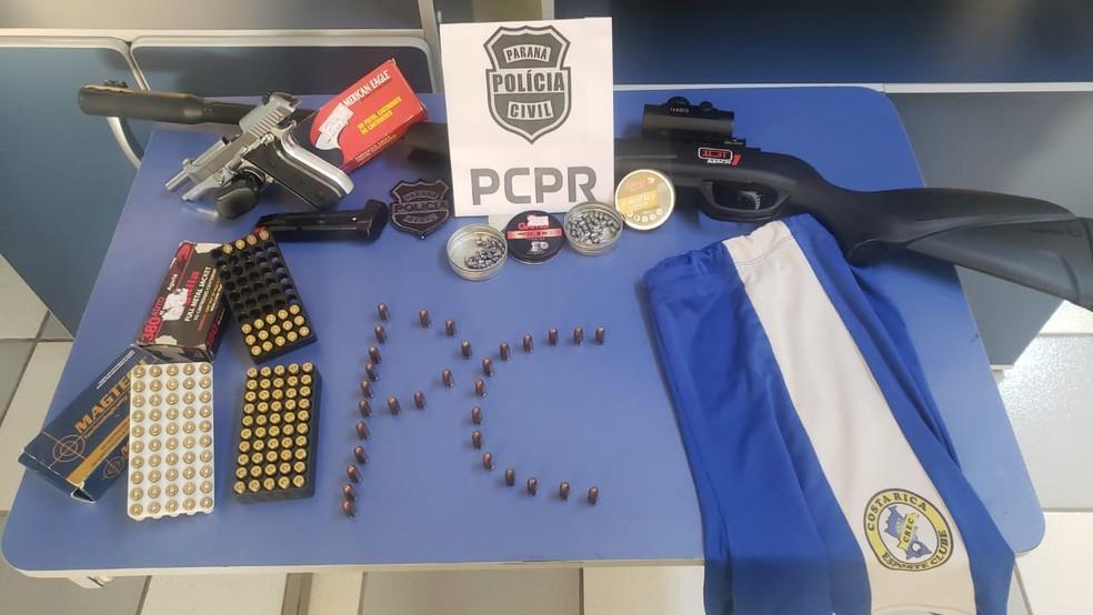 (Polícia apreendeu armas e munição na casa do suspeito. Foto: Polícia Civil)