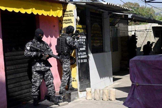 (A operação policial mais letal da história do Rio de Janeiro aconteceu mesmo com ordem do STF de restrição às operações em favelas durante a pandemia. Foto: Mauro Pimentel/AFP)