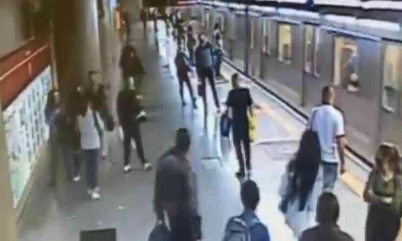 (Tentativa de homicídio aconteceu na Estação Sé, em São Paulo. Foto: Reprodução/Twitter)