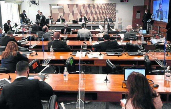 Vice-presidente da CPI afirma que se houver espaço para convocar governadores significa que comissão poderá convocar também o presidente da República  (crédito: Evaristo Sá/AFP )