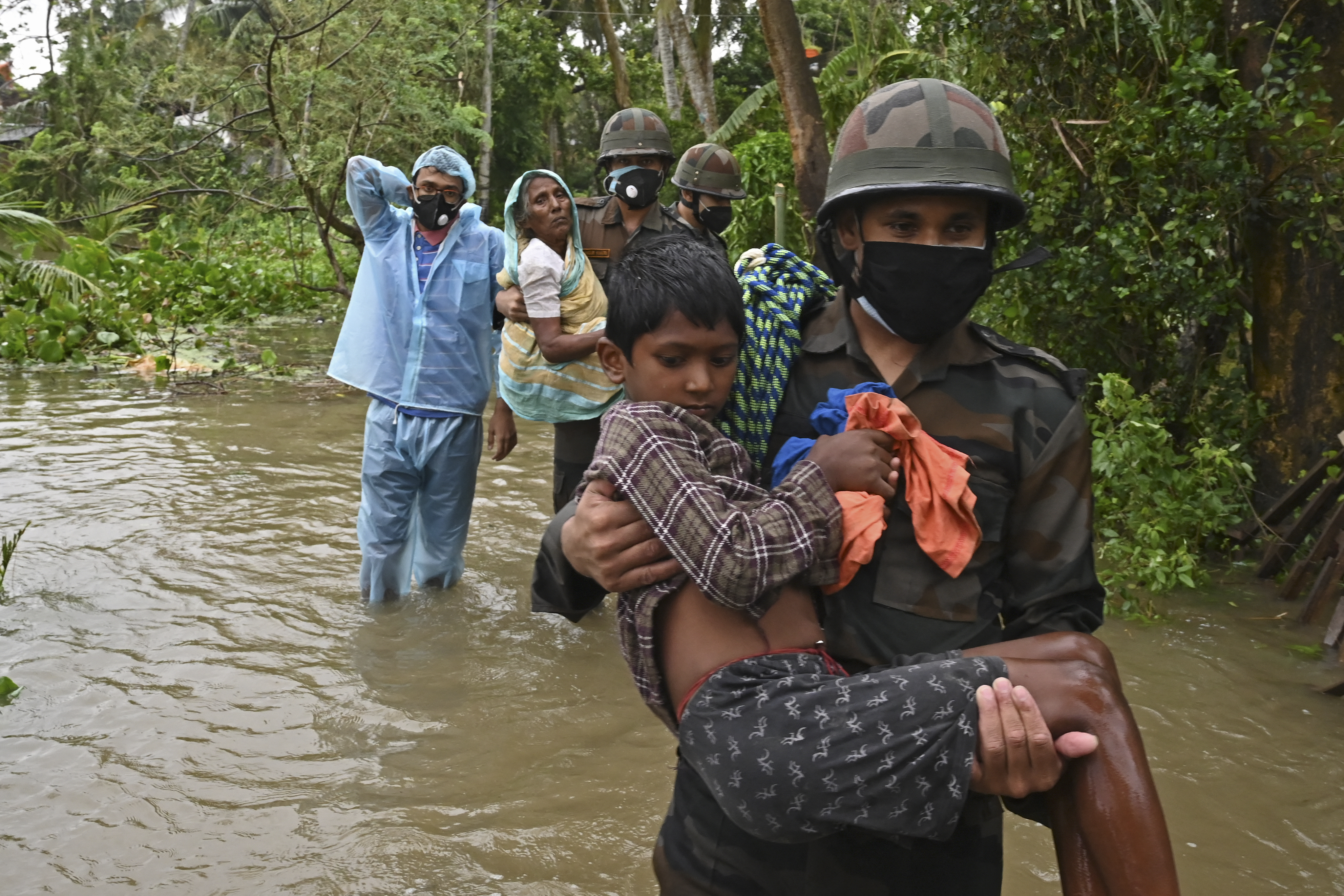 (O ciclone Yaas obrigou 1,5 milhão de moradores a abandonarem suas casas nos estados de Bengala Ocidental e Odisha. Foto: Dibyangshu SARKAR / AFP)