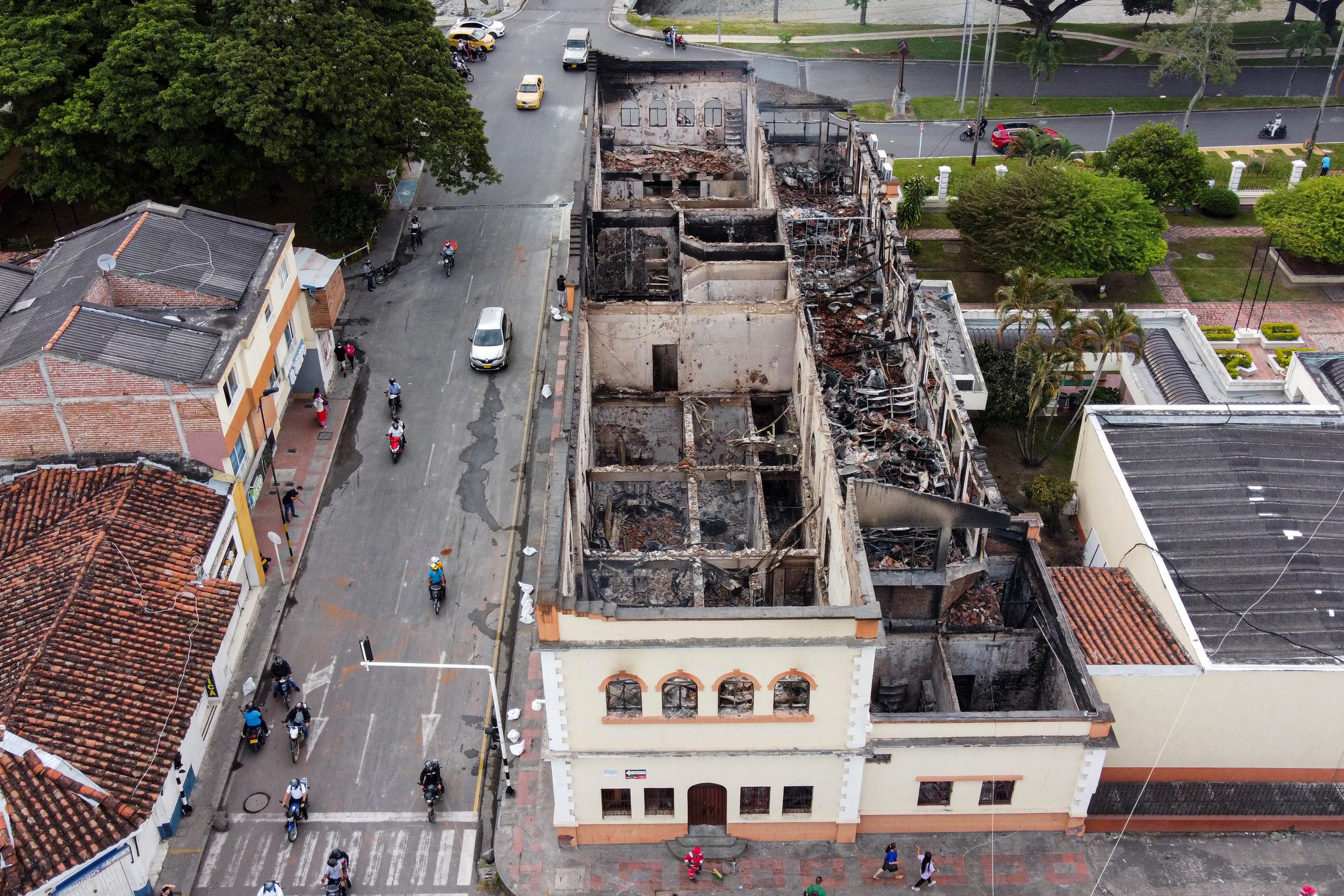 "(A ONG Human Rights Watch afirma ter recebido 61 ""denúncias confiáveis"" sobre mortes ""ocorridas desde o início dos protestos"". Foto: Luis ROBAYO / AFP)"