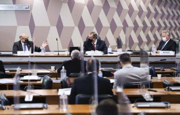 Relator da comissão, o MDBista destacou que o diretor o Butantan desmontou parte do argumento do ex-ministro da Saúde, o general Eduardo Pazuello. Ele também comentou o racha no G7, ocorrido por conta da convocação de governadores para deporem no colegiado  (crédito: Edilson Rodrigues/Agência Senado )