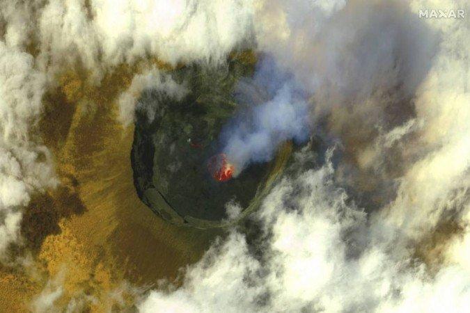 (Este tipo de catástrofe incomum ocorreu em Camarões em 1986: o lago Nyos matou quase 1.800 habitantes e exterminou milhares de cabeças de gado. Foto: HANDOUT / SATELLITE IMAGE ©2021 MAXAR TECHNOLOGIES / AFP)