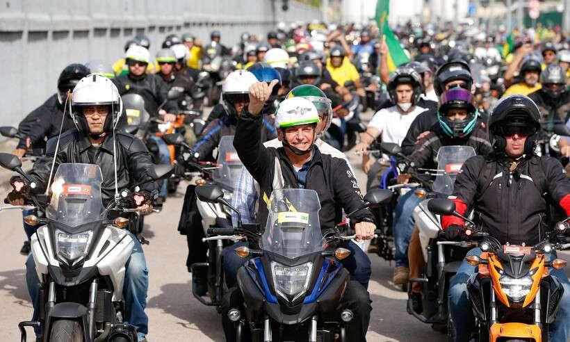 (Bolsonaro durante passeio de moto no Rio de Janeiro, em 23 de maio deste ano. Foto: Alan Santos/Presidência da República)
