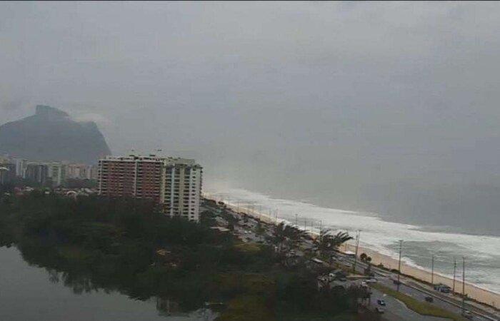 A cidade do Rio de Janeiro entrou em Estágio de Atenção na noite de ontem, o terceiro nível em uma escala de cinco  (crédito: PraiaBarra, Rio de Janeiro/Twitter/Reprodução )
