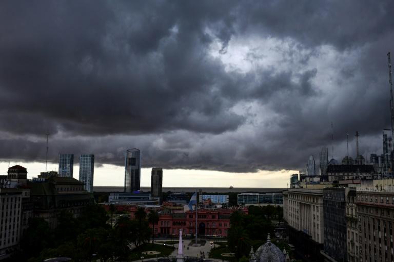 (Nuvens tempestuosas em Buenos Aires, em 7 de fevereiro de 2020. Foto: AFP/Arquivos)