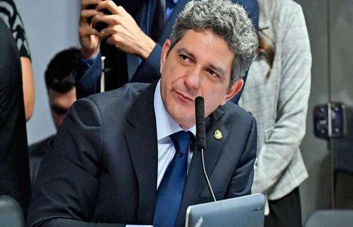 O senador Rogério Carvalho (PT-SE) rebateu a declaração da médica e defensora da cloroquina, Nise Yamaguchi, sobre imunidade adqurida por um vírus  (foto: Agência Senado)