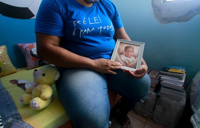 Um ano após a perda do filho, Mirtes ainda não conseguiu viver seu luto (Foto: Romulo Chico/Esp. para o Diario)