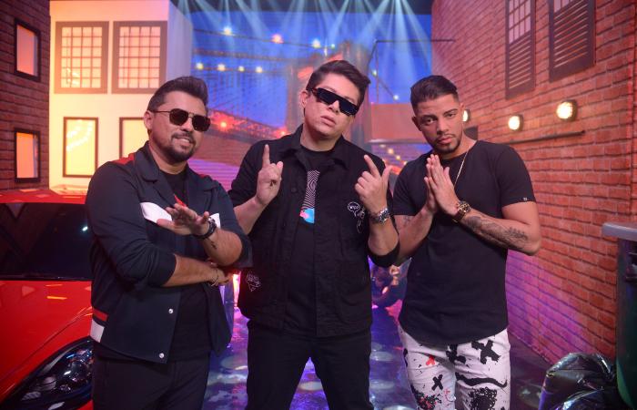 Xand, DJ Ivis e JS O Mão de Ouro no clipe de Vai Sentar no Pai (Foto: Mario Andrade/Maflicks)