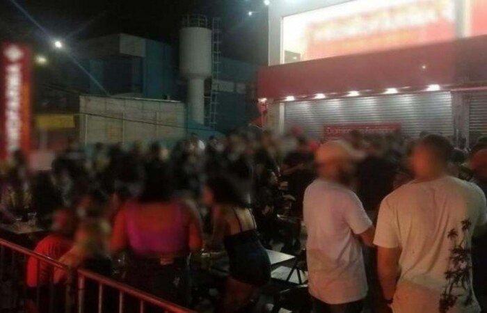 No local, foram apreendidos equipamentos de som, instrumentos musicais e nove máquinas de cartão de crédito e débito  (crédito: Divulgação/Governo de São Paulo)