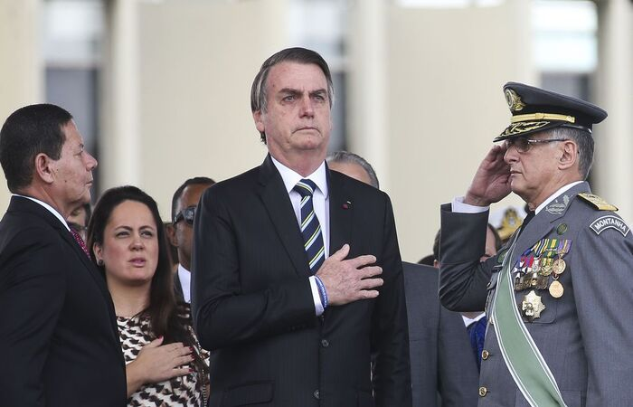 """Antonio Cruz/Agência Brasil (Presidente relatou ainda ter sido contrário à criação do Ministério da Defesa, alegando que a pasta surgiu de imposição política e que o país sofreu a partir dali. Ele disse porém, que a corporação """"amadureceu"""" )"""