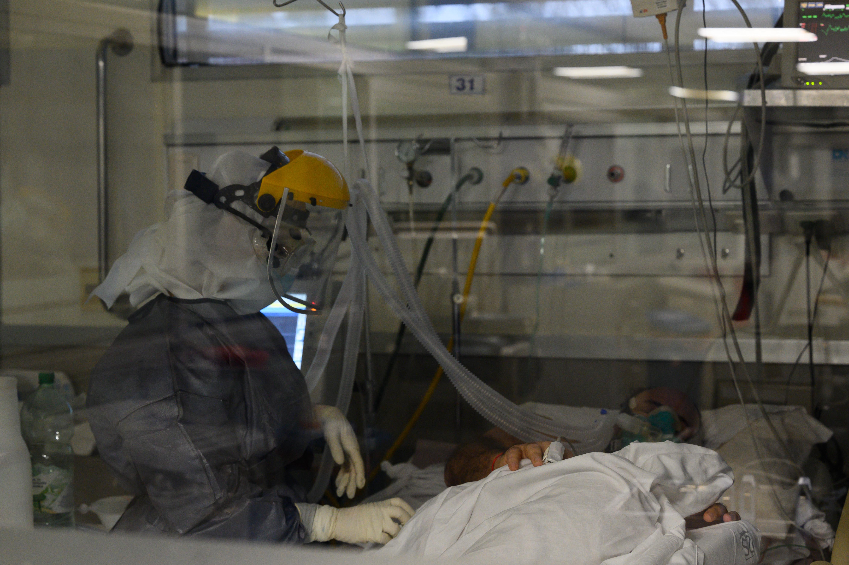 (Junto ao Egito, Tunísia, Uganda e Zâmbia, a África do Sul acumula três quartos dos novos casos da Covid-19 no continente africano. Foto: Pablo PORCIUNCULA / AFP)