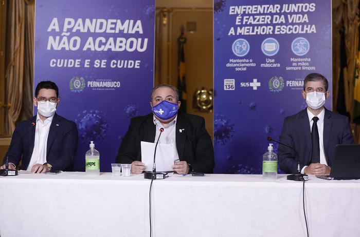 (Secretários estaduais anunciaram medidas no Palácio do Campo das Princesas. Foto: Hélia Scheppa/SEI)