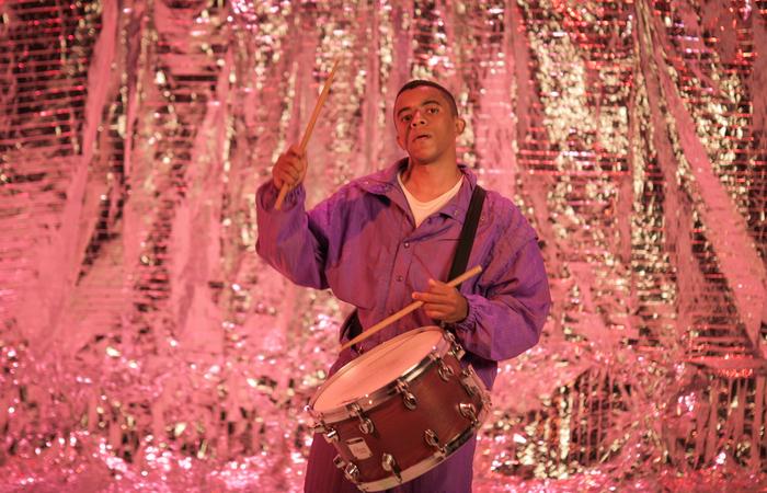 Com formação musical em bandas militares, o artista experimenta uma mistura de gêneros em projeto autoral (Foto: Moema França/Divulgação)