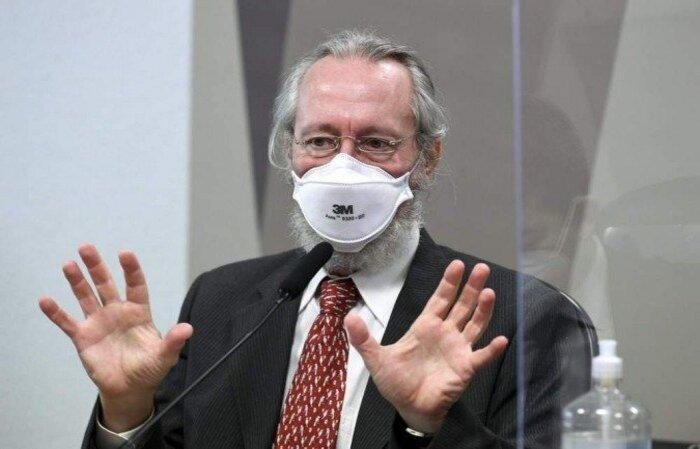"""À CPI, médico da Fiocruz ressaltou que o governo """"se manteve na posição de produzir imunidade de rebanho para a nossa população, em vez de adotar as medidas reconhecidas pela ciência para enfrentar esta crise"""""""