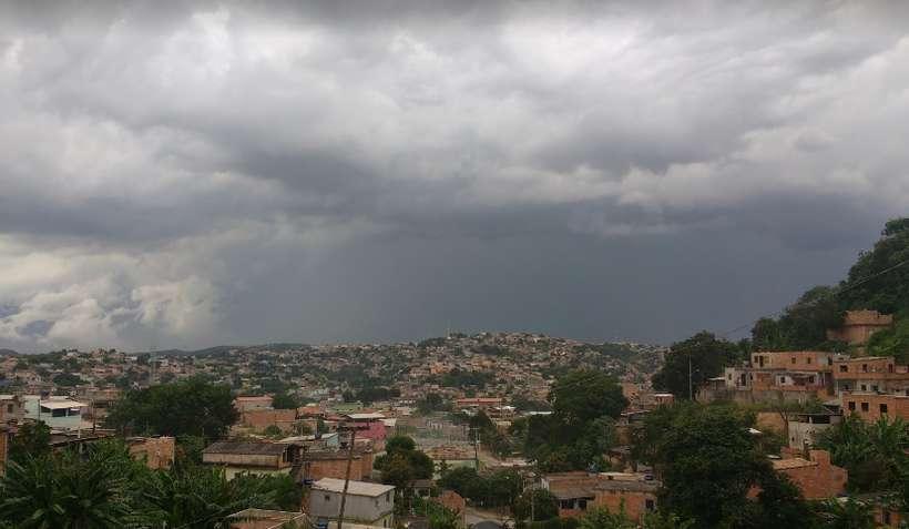 (Noiva de 18 anos sentiu falta de ar e morreu na noite de núpcias. Casal morava no Bairro Serra Dourada, em Ibirité. Foto: Reprodução/Google Maps)