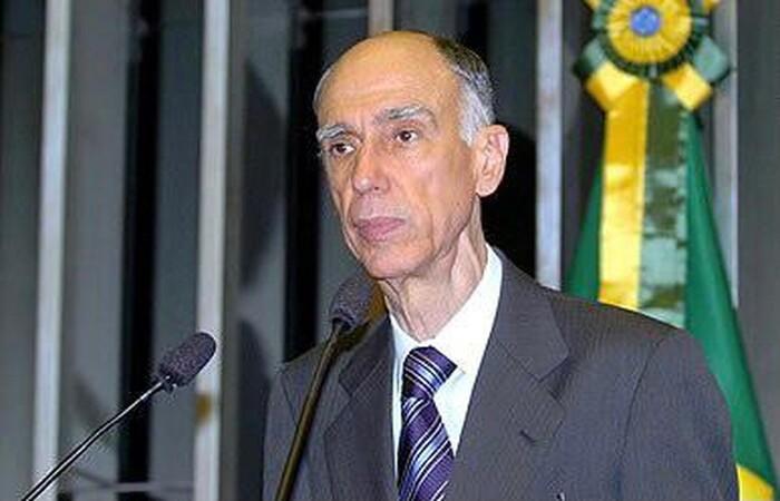 Acometido pelo Alzheimer, ele estava internado em um hospital de Brasília (Agência Senado/Reprodução)