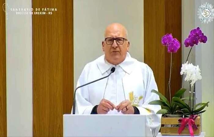 'Desculpe que eu fique bravo, mas temos que dizer, alguém tem que profetizar', diz padre de Erechim (RS)  (Foto: Reprodução/Youtube)