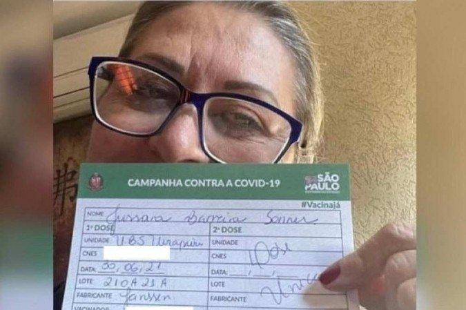 (Imunizada com a Coronavac desde março deste ano, ela procurou um posto isolado para receber a dose única da Janssen. Foto: Reprodução/Instagram @brasilfedecovid)