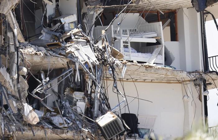 Espera-se que a demolição do restante da estrutura ainda de pé seja adiantada (MICHAEL REAVES / GETTY IMAGES NORTH AMERICA / GETTY IMAGES VIA AFP)