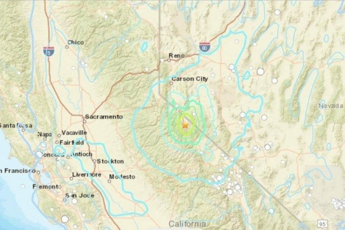 (Foram registrados deslizamentos de rochas na região. Até o momento, autoridades locais não informaram número de feridos. Foto: USGS/ Reprodução)