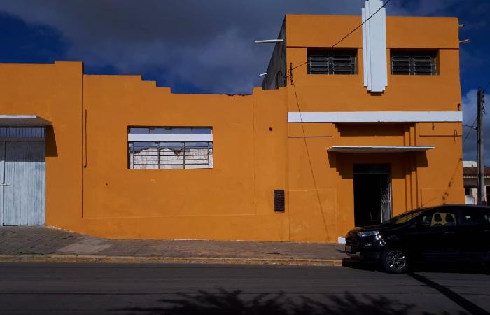 Fachada do Espaço Cultural Escritor Gilvan Lemos, em São Bento do Una (Foto: Divulgação)