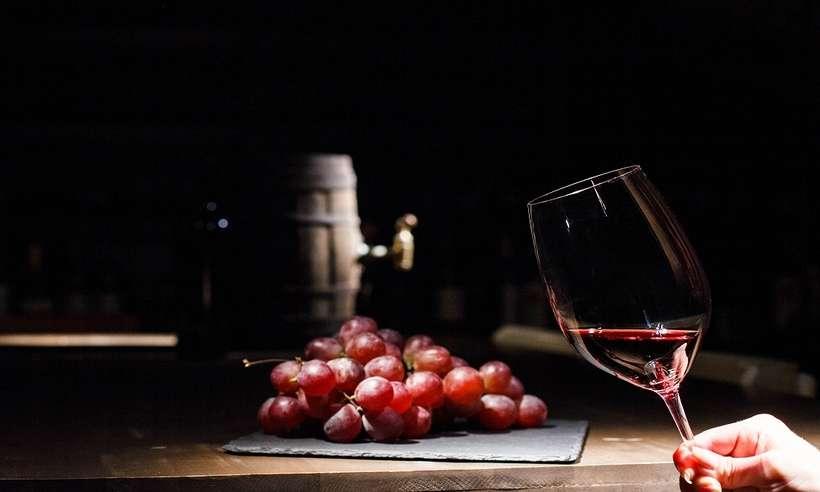 (Pesquisa mostra aumento no consumo de vinho durante a pandemia e preferências dos brasileiros com relação à bebida. Foto: Divulgação/CupomValido)