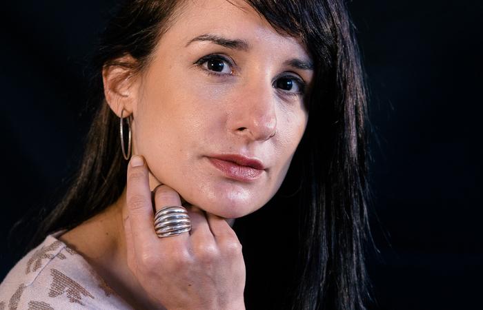 Enquanto gravava série, a diretora pernambucana Bárbara Cunha se envolveu na luta de Alexya pela democratização da fé (Foto: Divulgação)