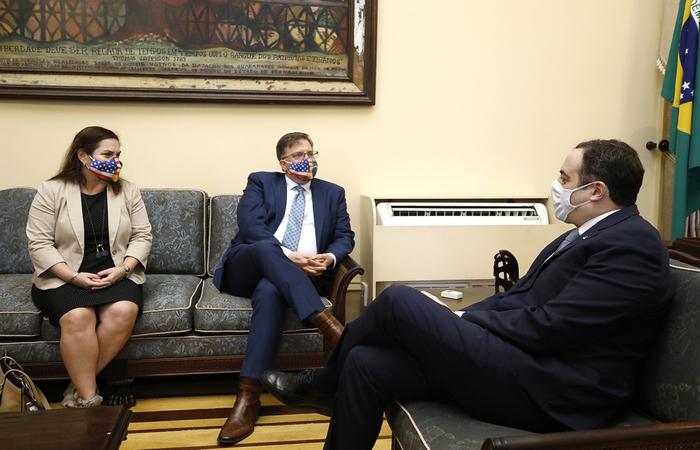 O governador recebeu o embaixador e a cônsul geral dos Estados Unidos no Palácio do Campo das Princesas (Foto: Hélia Scheppa/SEI )
