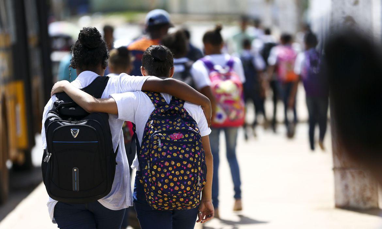 (Beneficiárias são alunas matriculadas na rede municipal de ensino. Foto: Marcelo Camargo/Agência Brasil )