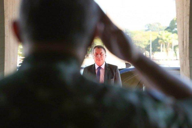 (Texto impede que militares da ativa assumam cargos destinados a civis na administração pública. Projeto será apresentado amanhã pela deputada Perpétua Almeida (PCdoB-AC). Foto: Marcos Corrêa/PR)