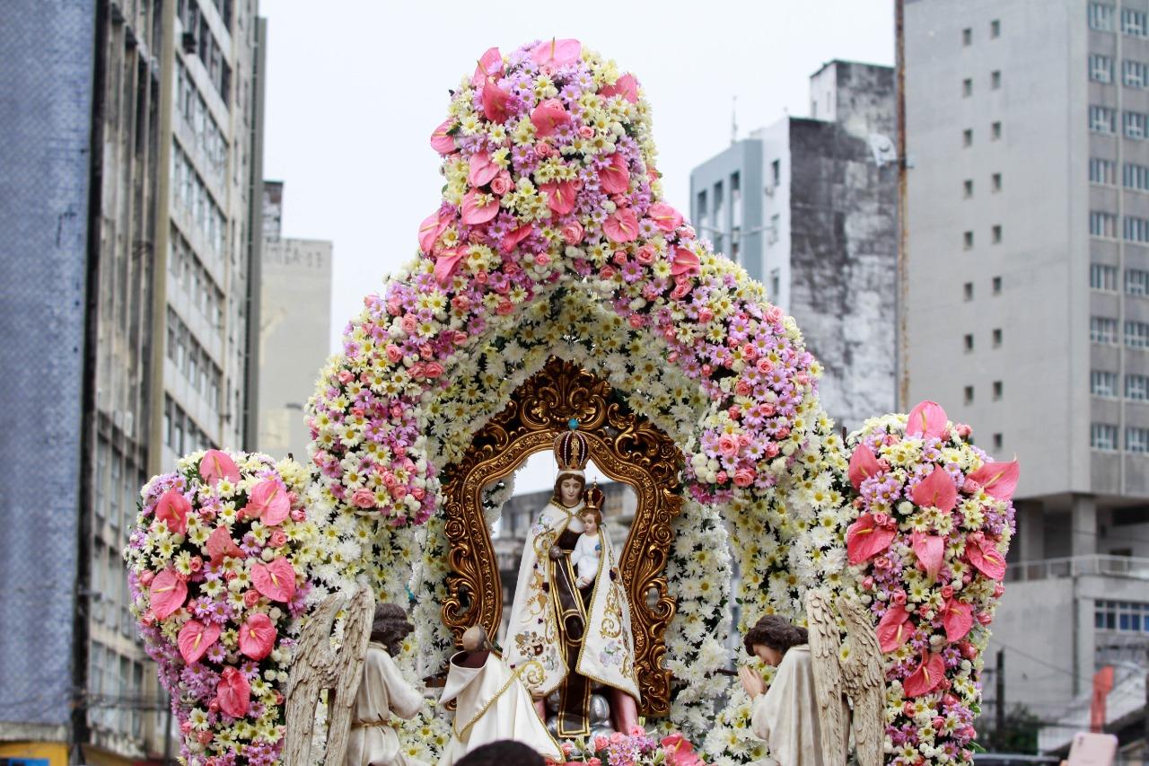 Imagem peregrina da Nossa Senhora do Carmo. (Rômulo Chico/Esp. DP Foto)