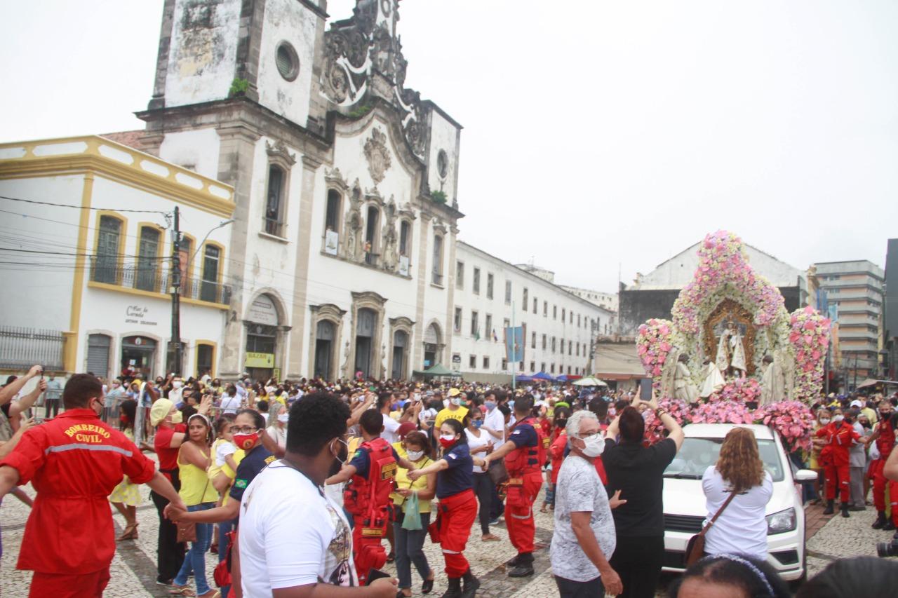 Pátio da Basílica do Carmo, durante a festa de Nossa Senhora do Carmo. (Rômulo Chico/Esp. DP Foto)