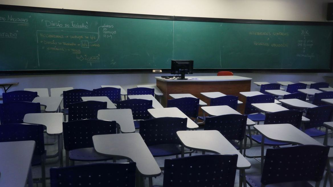 """""""Brasil não pode continuar com escolas fechadas"""", disse Milton Ribeiro  (Foto: Agência Brasil)"""