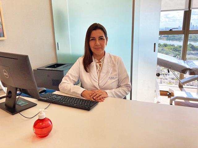 Neurologista Carolina Cunha explica sobre a importância da presença constante do cuidador em pacientes em estágio avançado.    (Divulgação)