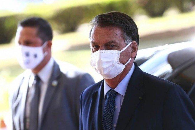 """(Presidente convidou o homem a uma live e reforçou a fala racista dizendo que ele não poderia usar ivermectina para """"matar piolhos"""". Foto: Marcelo Camargo/Agência Brasil)"""