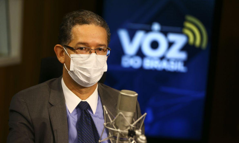 (Secretário cita ações para brasileiros economizar energia em casa. Foto: Marcelo Camargo/Agência Brasil)