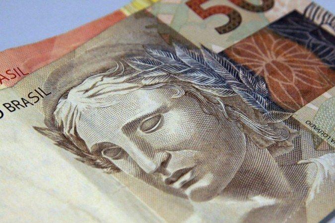(Tendência é de que bancos repassem aumento da taxa básica de juros ao consumidor. Foto: Marcello Casal Jr/Agência Brasil)