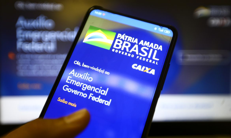 (Segundo o presidente, caso a pandemia da Covid-19 continue fora de controle, governo vai pagar benefício no ano que vem. Foto: Marcelo Casal Jr/Agência Brasil)